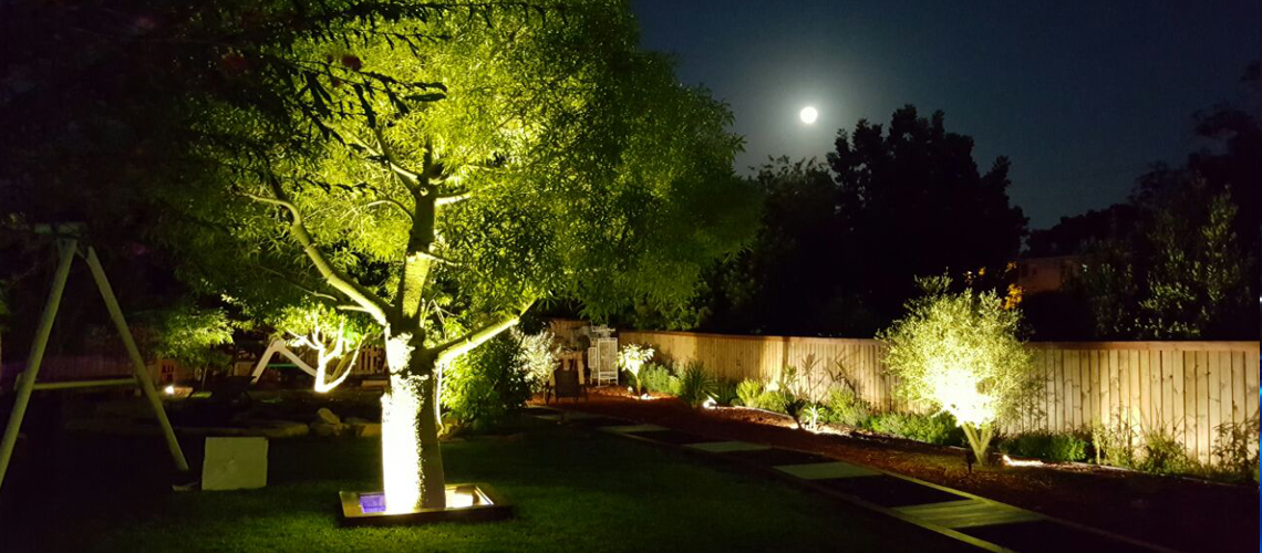 תאורת גן מעוצבת